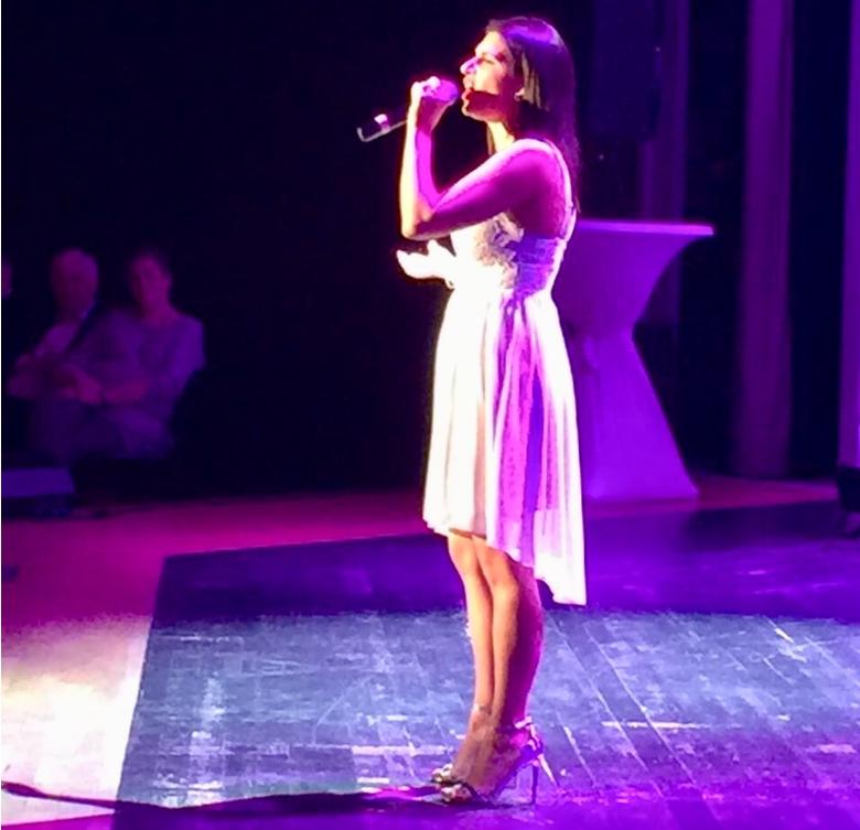 Maria Inglese, Sängerin